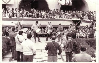 Cuadrilla de Tomás Gascón en el concurso tambores Híjar año 1975