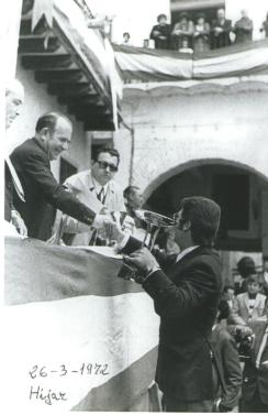 La cuadrilla de Tomás Gastón recogiendo el primer premio en el concurso de Tambores de Híjar año 1972