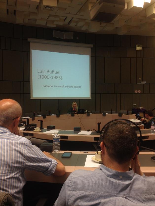 Vicky Calavia hablando sobre Luis Buñuel en el Parlamento Europeo