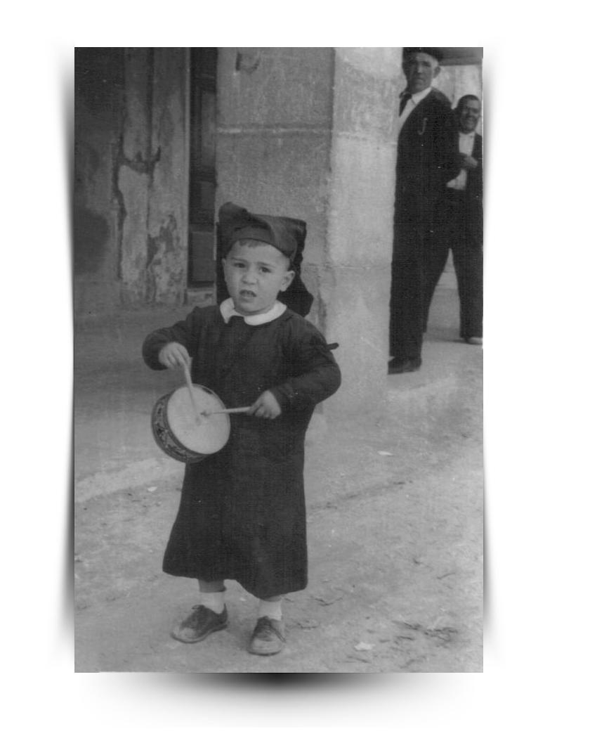 Semana Santa de Calanda Año 1947 - Paco Navarro con dos años