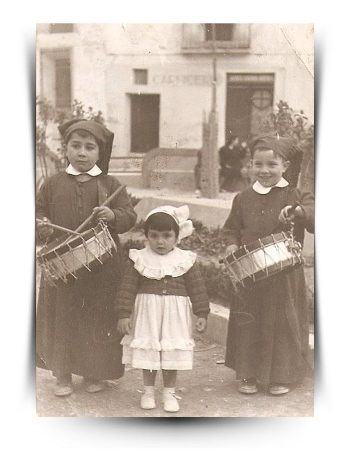 Semana Santa de Calanda Año 1953 - Paco (izq) con sus hermanos Conchita y Miguel Angel