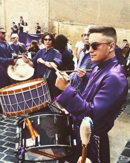 Joel Ibañez Bondía tocando el tambor Semana Santa Calanda