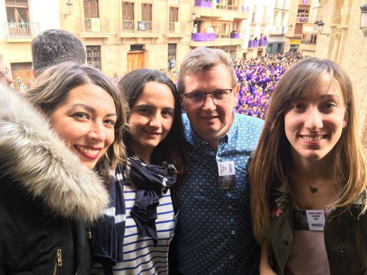 Rompida de la Hora de Calanda - María Quílez (primera de la izquierda) junto a sus compañeros de La Comarca