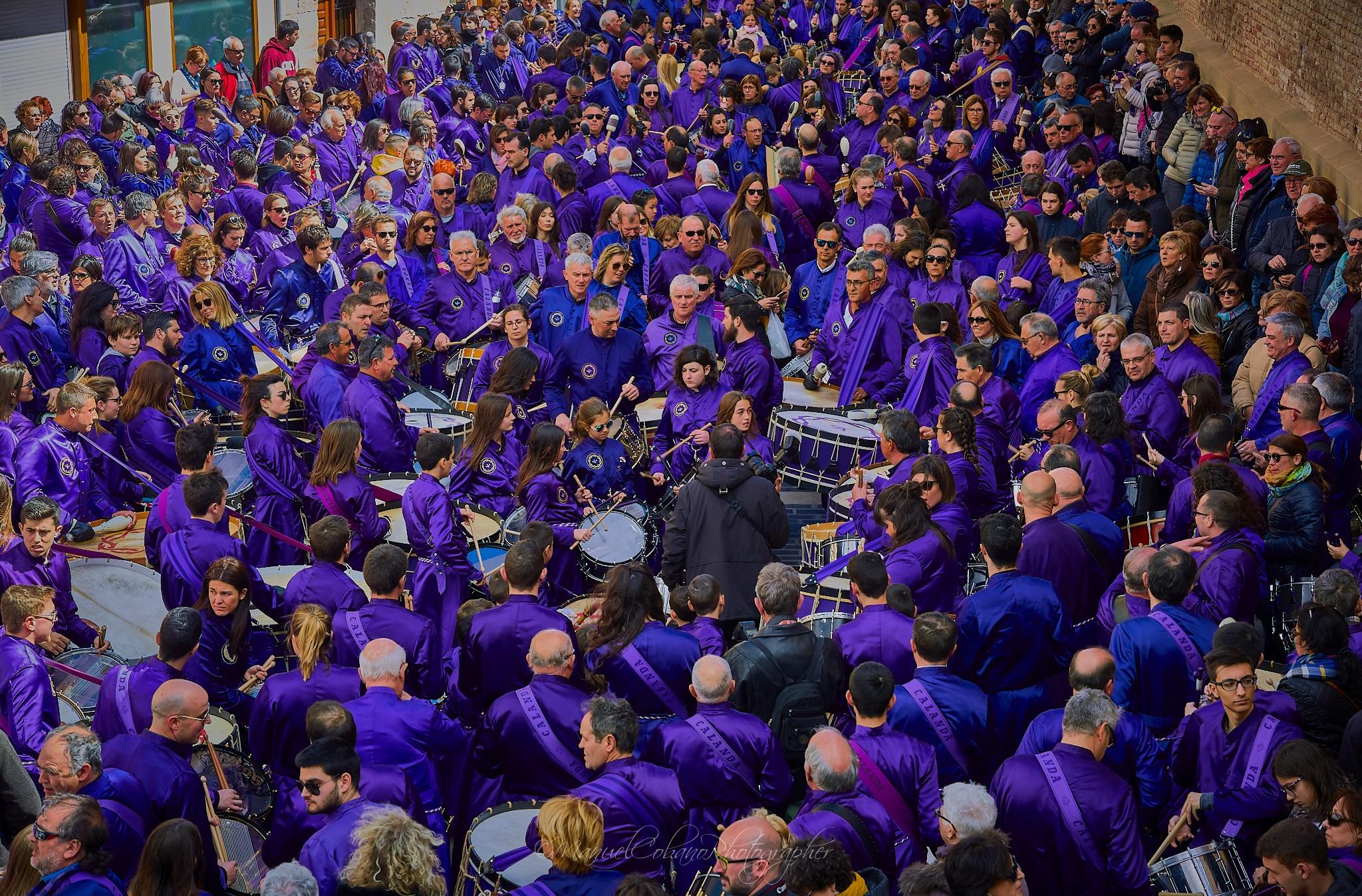Amplia representación de la Cofradía Jesús Nazareno en el acto de finalizar redobles, Semana Santa de 2018 (Foto de Manuel Cobano)