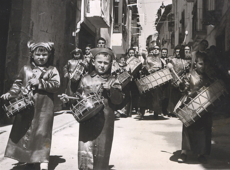 José Miguel Leal Cros - Semana Santa de 1966 bajando por la calle San Roque