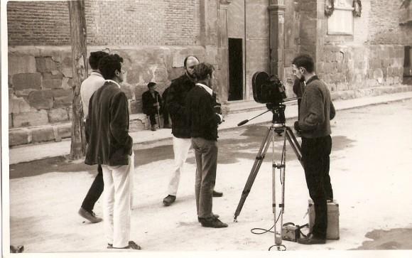 1966- El eqipo de rodje del documental Calanda. En el centro semitapado Juan Luis Biñuel